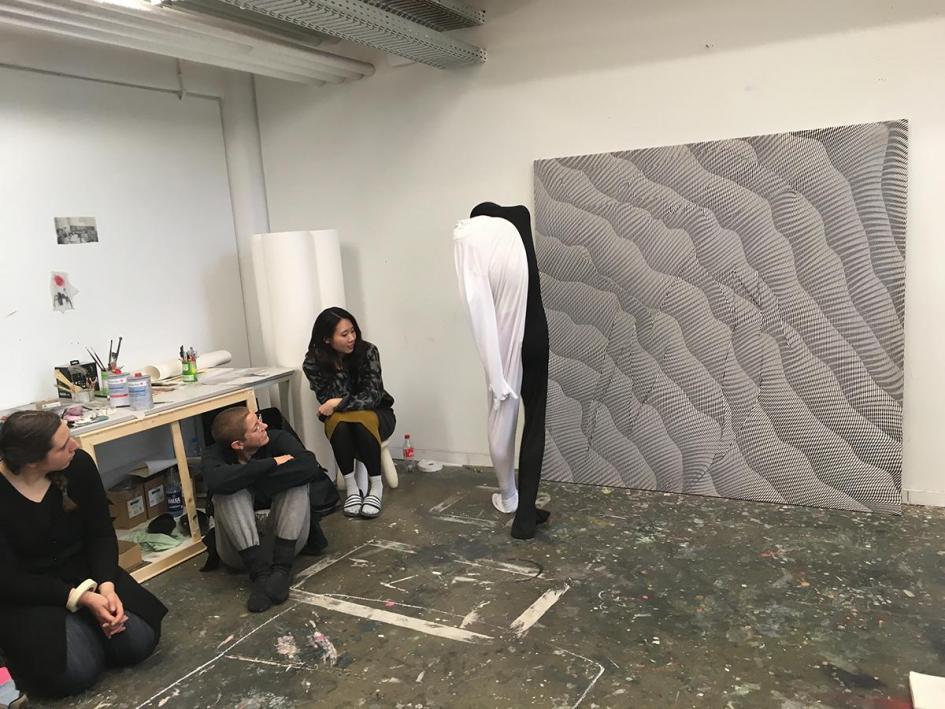 Ausstellungsvorbereitung: Jiaxiang Xiong probt seine Performance