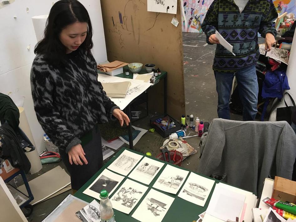 Ausstellungsvorbereitung: Yoojin Lee und ihr neues Zeichnungsprojekt